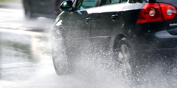 Consejos para manejar con lluvia en la ruta